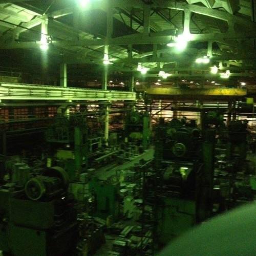 Původní průmyslové osvětlení výrobní haly